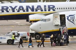 Pasajeros abordando avión de Ryanair