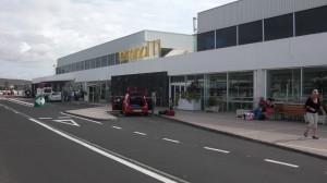 Zona de aparcamiento en el Aeropuerto de Lanzarote