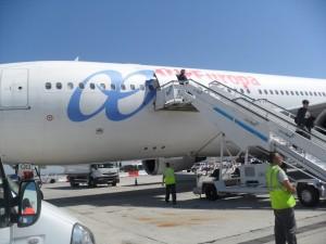 Pasajeros descendiendo del avión de Air Europa