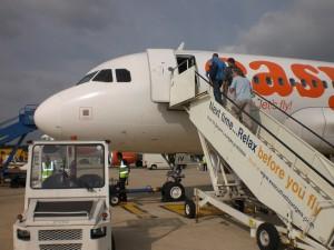 Pasajeros abordando avión de EasyJet